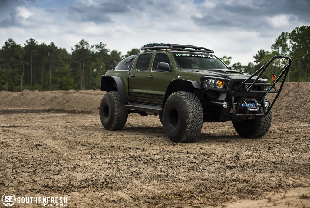 1Toyota-Tacoma-Polar-Expedition-Concept-Truck_5