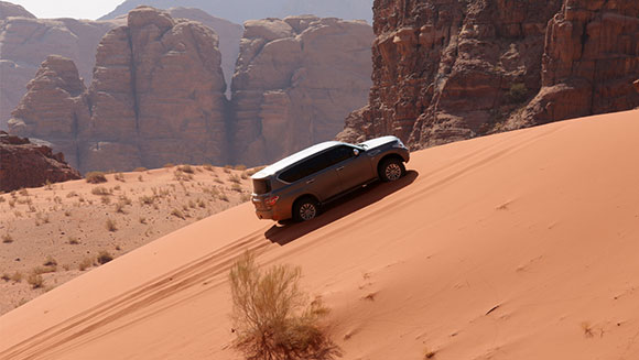 fastest-time-to-acsend-a-100-m-sand-dune-by-a-car-header_tcm25-396325