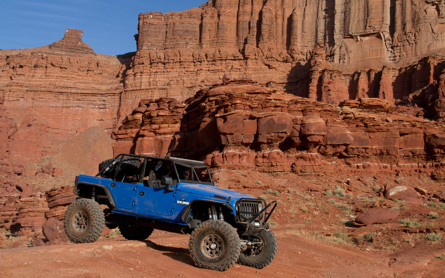 jeep-wrangler-blue-crush-front-three-quarters