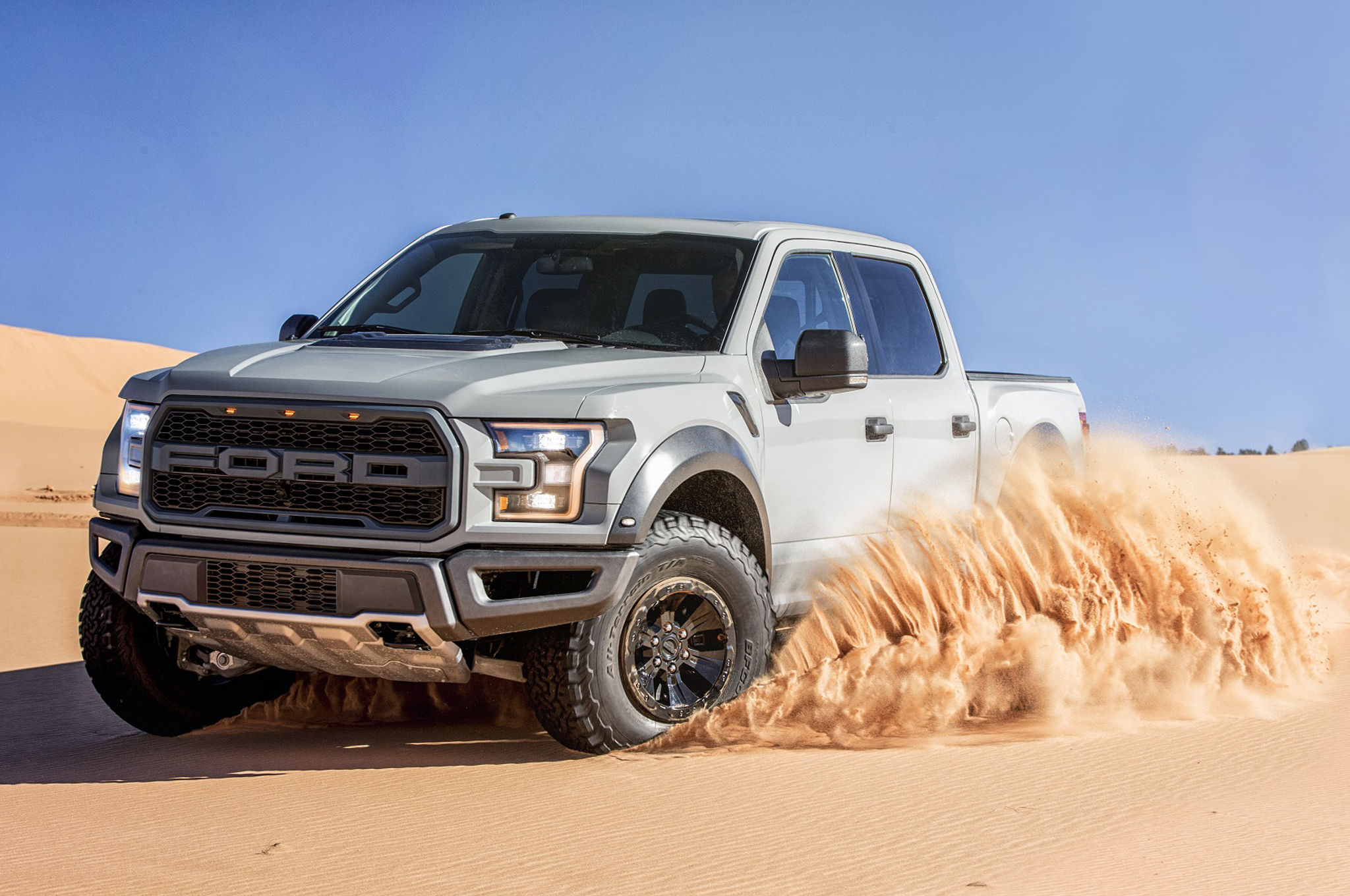 2017-Ford-F-150-Raptor-SuperCrew-front-three-quarter