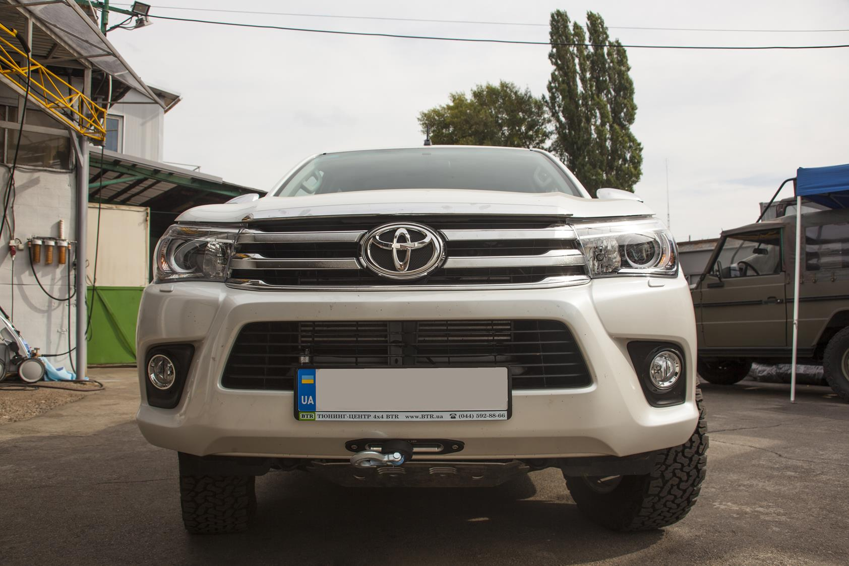 Toyota_Hilux_2016_Winch8
