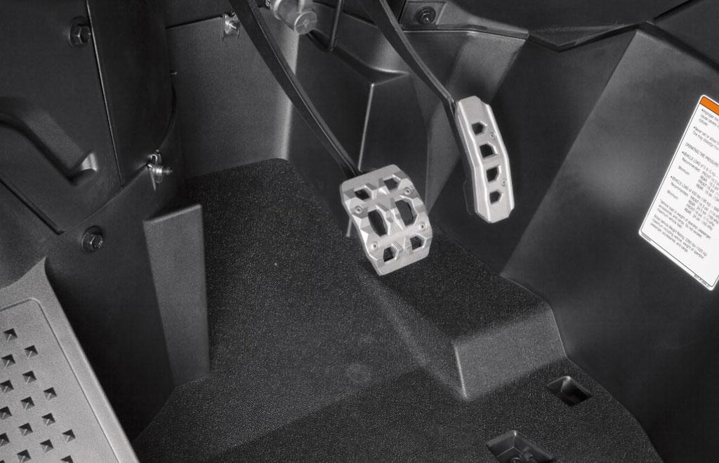 2017-Yamaha-YXZ1000R-SS-SE-Pedals